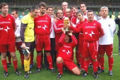 La nostra squadra con la Coppa del Mondo (povera coppa).